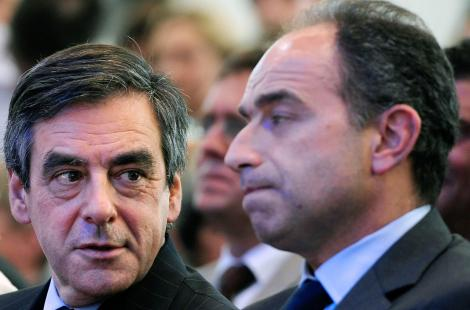 (ARCHIVES) - Photo prise le 3 mai 2012 de l'ancien premier ministre François Fillon (G) et du...