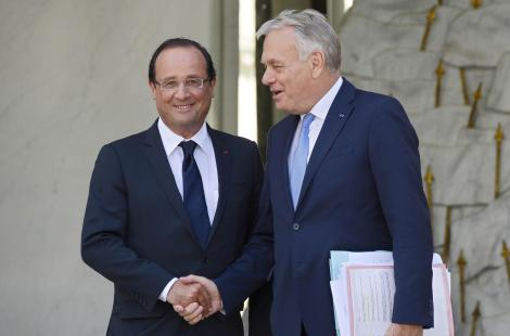 Hollande doit-il remplacer Ayrault ?